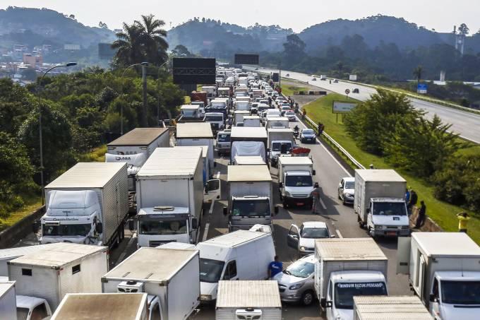 Governo decidiu criar uma tabela com preço mínimo do frete para acabar com a greve dos caminhoneiros (Miguel Schincariol/AFP)